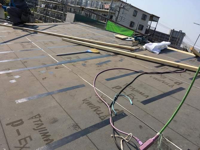 ルーフィングを貼った屋根