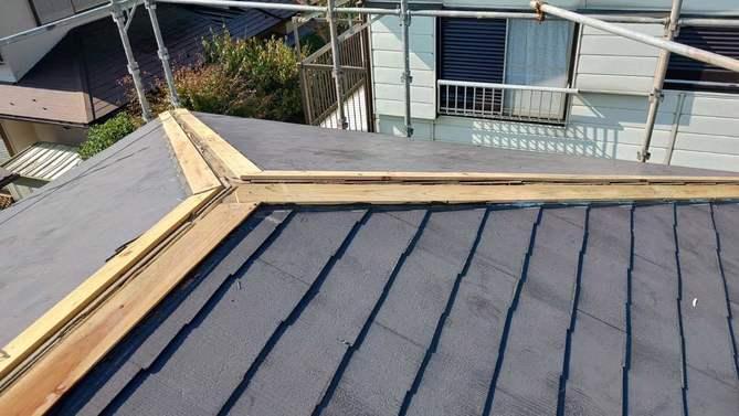 棟板金を外した屋根