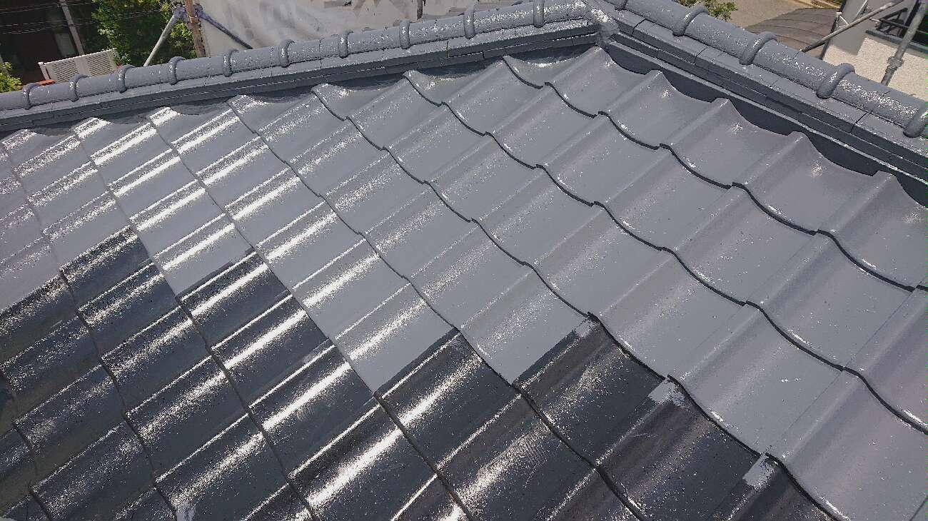 取手市光風台で屋根上塗り作業を行いました。